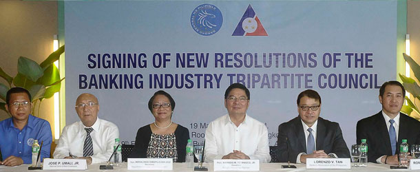 Banking Industry Tripartite Council Signs Resolutions