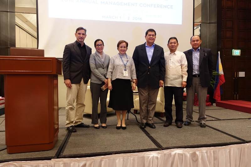 DSC00144 -- In picture (L-R) Credit Information Corporation (CIC) President Jaime Garchitorena, Bangko Sentral ng Pilipinas (BSP) Director Pia Roman Tayag, CCLRB President Virginia Naguiat, Bangko Sentral ng Pilipinas (BSP) Deputy Governor Nestor Espenilla Jr., Rural Bankers Association President Enrique Abellana and RBRDFI Chair Jose Misael Moraleda